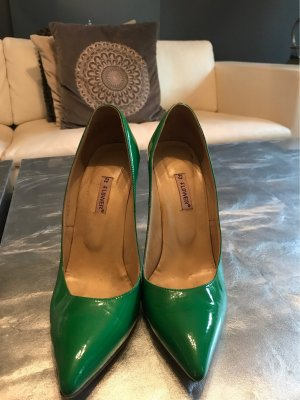 Pointed Toe Pumps green