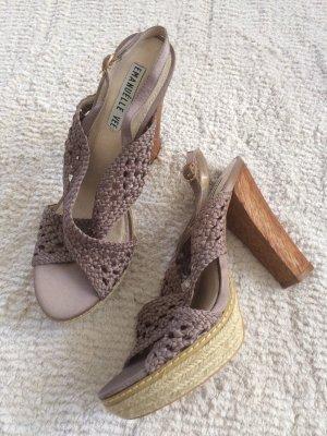High Heels / Gr. 39 / taupe-beige / NEU