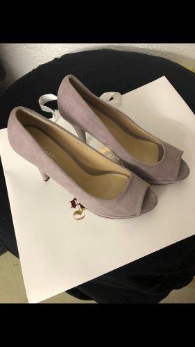 High heels in einen schönen Flieder Ton