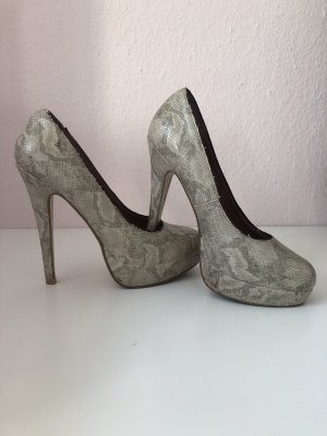 High heels in Schlangenoptik