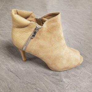 High Heels, Kayla
