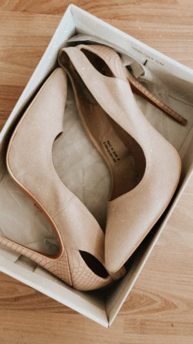 High heels lost ink