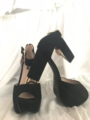 High heels mit goldenen Details