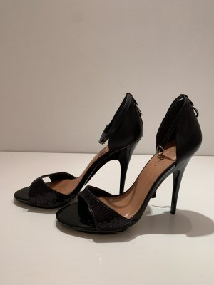 High Heels Via Uno