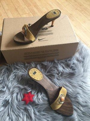 Sandalo con tacco marrone-sabbia