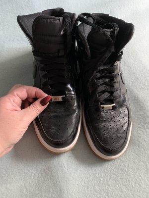 High Nike Sneaker