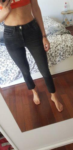 High Rise Slim Jeans von Zara