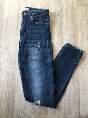 High-Waist Jeans mit Rissen