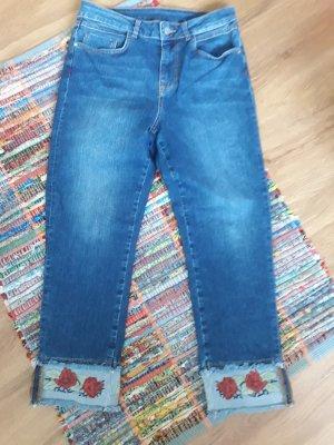 High-Waist Jeans mit Stickerei