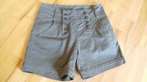 High-Waist Shorts von Review