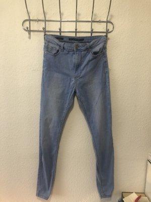 Bershka Jeans a vita alta azzurro-blu fiordaliso