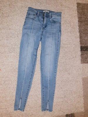 Highwaist jeans mit schlitz am bein