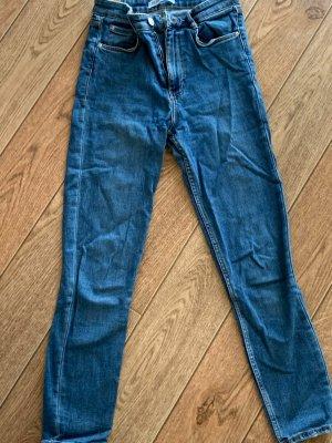 Highwaist Jeans von Zara