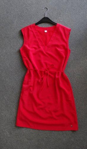 Himbeerrotes Kleid mit Taschen und Taillenband