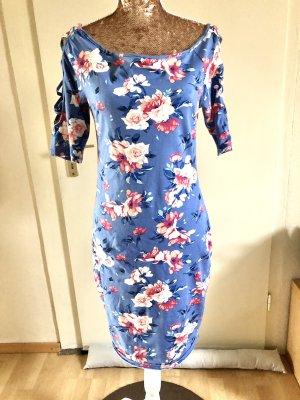 Himmelblau-Kleid mit Rosen