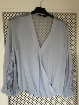 Himmelblaue Bluse