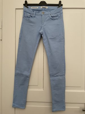 Himmelblaue Skinny Jeans
