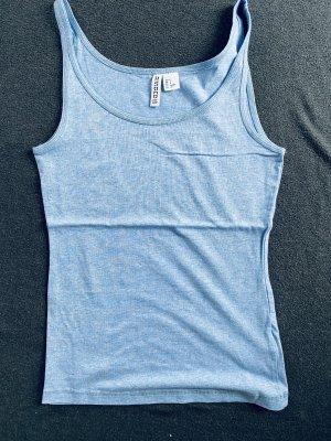 Himmelblaues Shirt