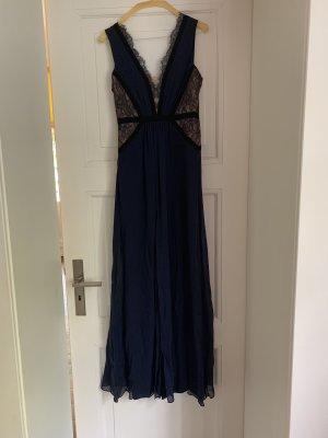 Hingucker: Blaues Abendkleid von BCBG
