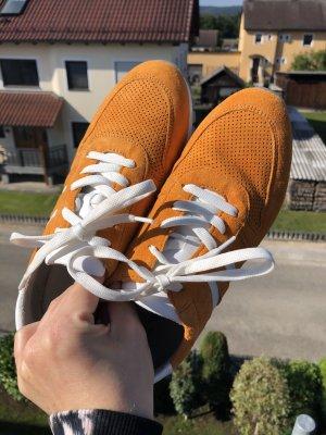 Hippe Veloursleder Sneaker in Orange, Größe 37