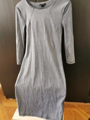 Hm Figurbetonte Kleid
