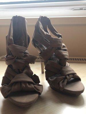 Hoch hinaus diesen Sommer mit diesen Sandalen
