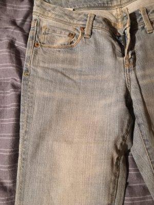 Hochwertige hellblaue Jeans