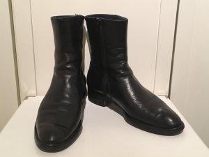Claudia Obert Zipper Booties black leather