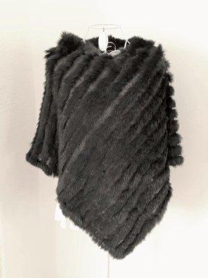Hochwertiger schwarzer Poncho von Hugenberg