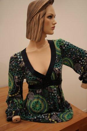 Hochwertiges Baumwollshirt mit schönem Dekollté