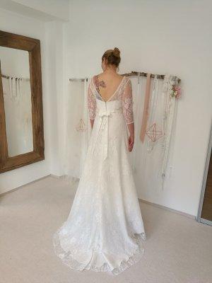 Hochzeitskleid / Brautkleid aus Spitze in Gr. 38 mit Vintage-Vibe, perfekt für den Herbst und Winter