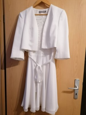 Hochzeitskleid mit Bolero