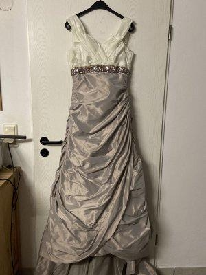 Vestido de novia crema-gris