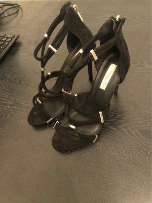 Hohe offene Schuhe