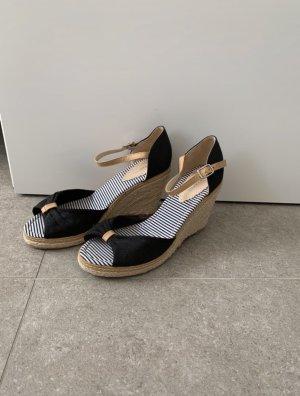 Sandalo alto con plateau nero-color carne