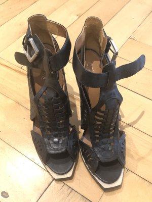 Hohe Sandaletten von Guess