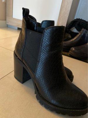 Hohe Schuhe 37