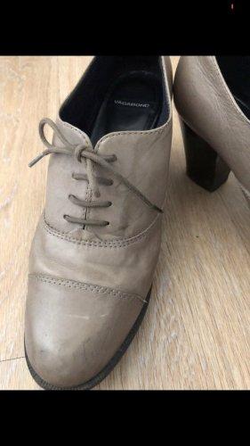 Hohe Schuhe grau