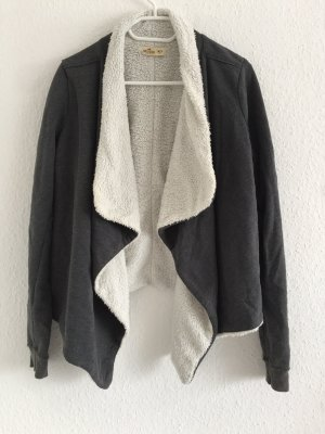 Hollister Jacke / Strickjacke, grau mit weißen Fell, Größe M/L