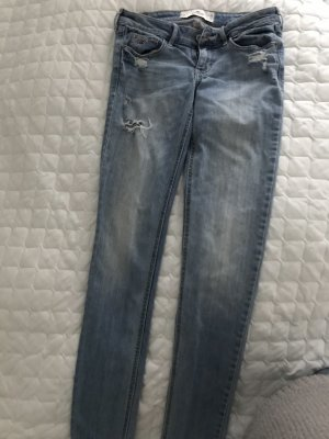 Hollister Jeans Destroyed Look W 26 L 33