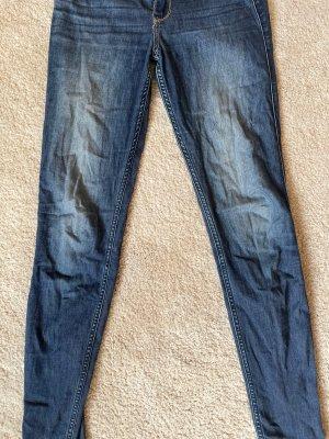 Hollister Jeansy o obcisłym kroju ciemnoniebieski