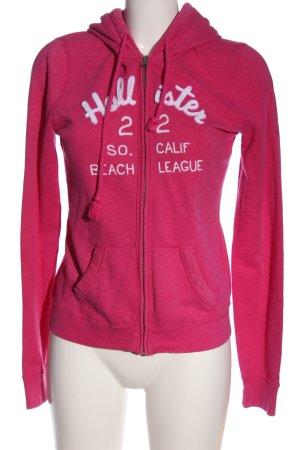 Hollister Rebeca rosa-blanco letras bordadas look casual