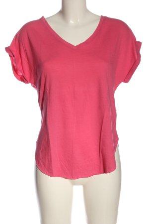Hollister Camisa con cuello V rosa look casual