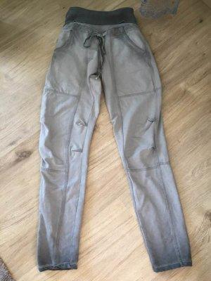 Pantalón boyfriend gris-gris oscuro