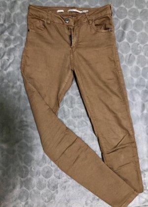 Bershka pantalón de cintura baja beige