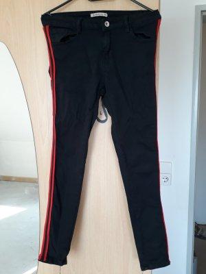 Vastgebonden broek zwart-rood