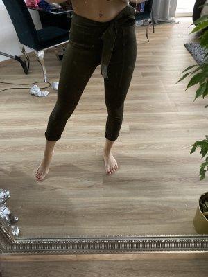 Pantalón de color caqui caqui-gris verdoso