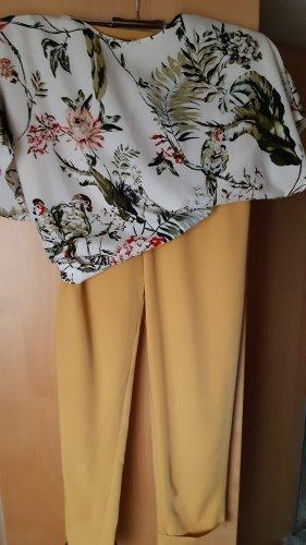 Hose gelb mit passender Bluse
