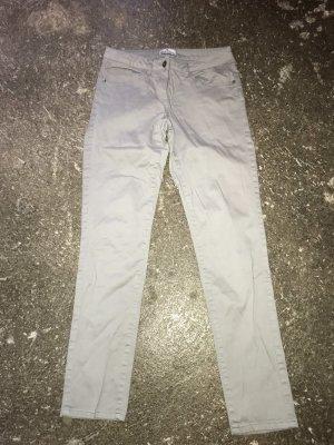 pantalón de cintura baja gris claro