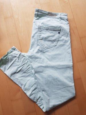 Hose in pastellfarbenen mintgrün